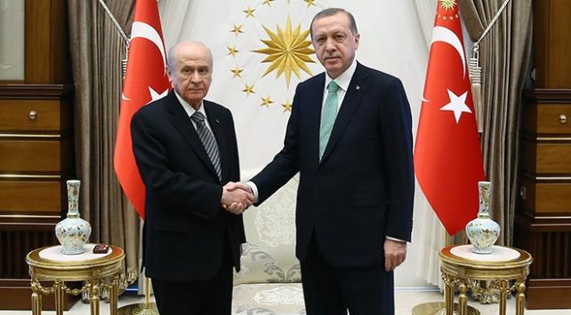 AK Parti-MHP seçim ittifakı çalışmalarında Cumhurbaşkanı Erdoğana sunum