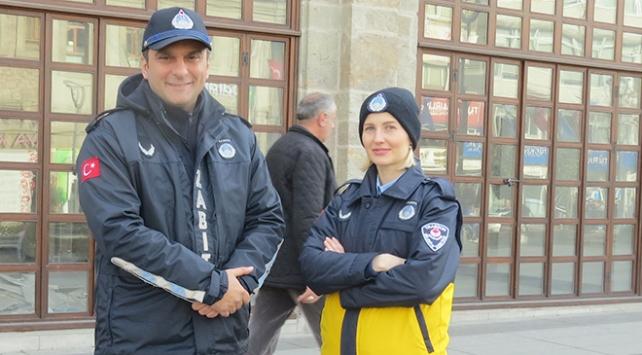 Trabzonda turistlere Ukrayna asıllı zabıta Nadiia Taşğın rehberlik yapıyor