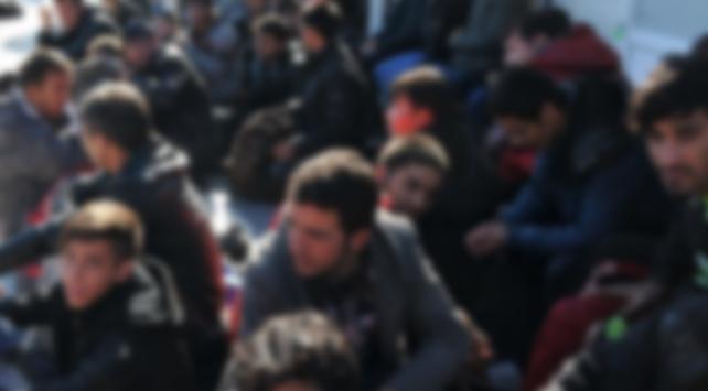 Libyada göçmenleri taşıyan kamyon devrildi: 22 ölü