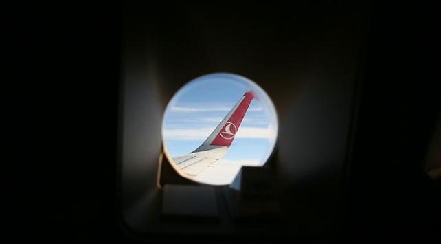 THY uçağı İstanbula inişinde kuş sürüsüne çarptı