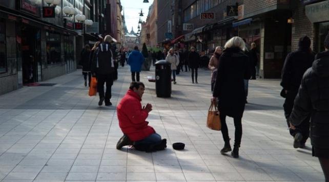 İsveçte dilencinin çantasından 60 bin euro çıktı