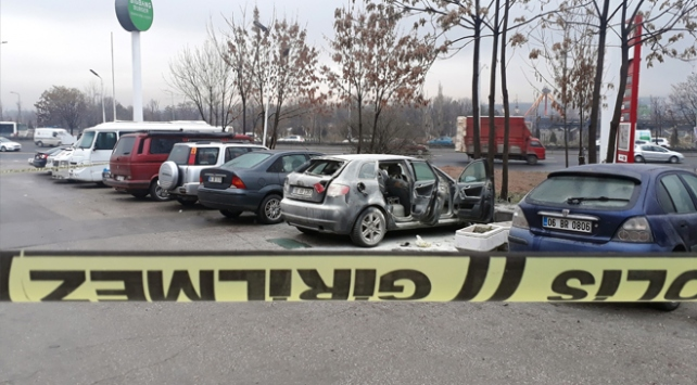 Koltuğunda tüp bulunan otomobiline sigarayla bindi, araç bomba gibi patladı