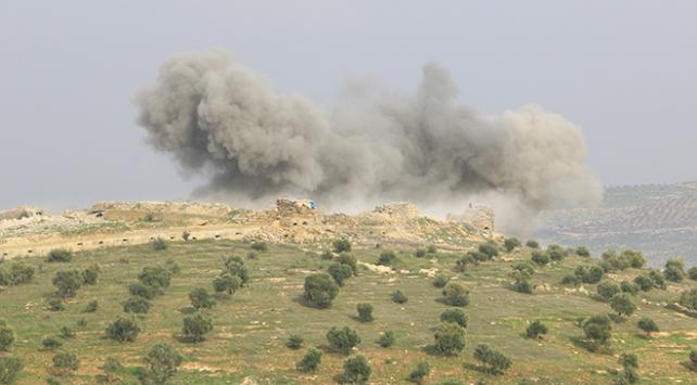 Afrinin batısındaki terör mevzileri, topçu birliklerince vuruldu