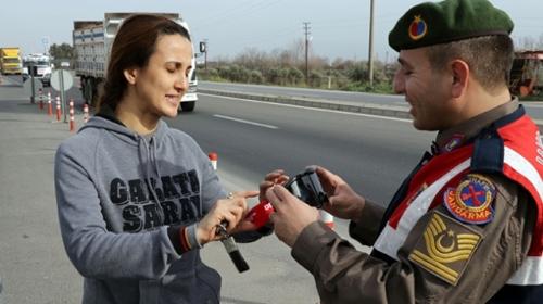 'Alkol gözlüğü' takan vatandaşlar zor anlar yaşadı