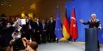 Başbakan Binali Yıldırıma sahte fotoğraf gösteren kişi gazeteci değil provokatör çıktı