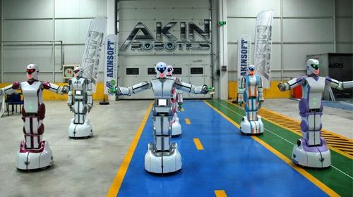 """Konyada üretilen yerli insansı robotlar, """"Erik Dalı"""" oynuyor"""