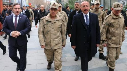 Jandarma Genel Komutanı Orgeneral Arif Çetin Siirtte esnafı ziyaret etti