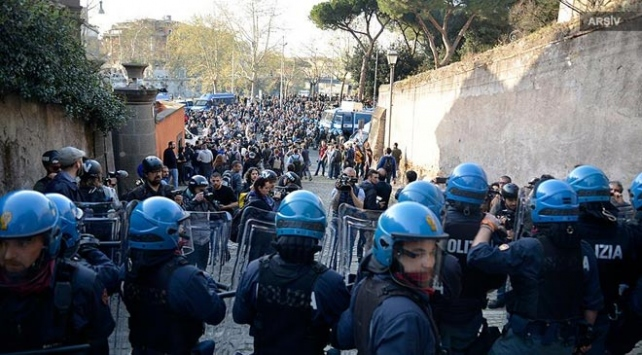 İtalyada aşırı sağ karşıtı protesto: 5 yaralı