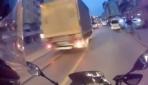 Motosikletlinin ölümden döndüğü anlar kask kamerasına yansıdı