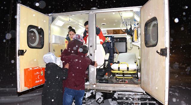 Ağrıda hamile kadını hastaneye yetiştirme operasyonu