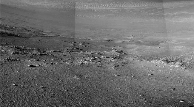 Keşif aracı Opportunity Mars yüzeyinde taş şeritler keşfetti