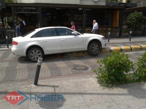İstanbul Caddebostanda İlginç Trafik Kazası