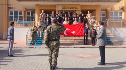 Kütahyada öğrenciler asker kıyafeti giydi, komando yemini etti