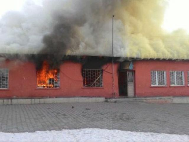 Karsta bir ilkokul yandı