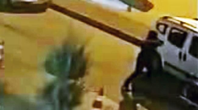 Otomobilin camını kırarak 30 bin lira çaldılar