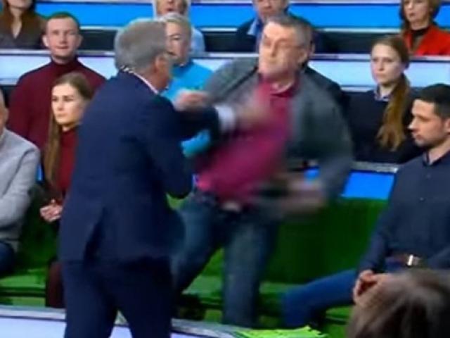 Rusyada canlı yayında yumruklar havada uçuştu