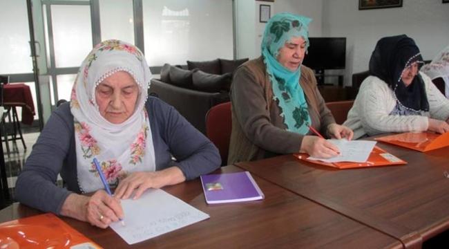 65 yaşından sonra okuma yazma öğreniyorlar