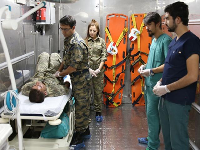 TSKden sınıra seyyar ilk yardım hastanesi