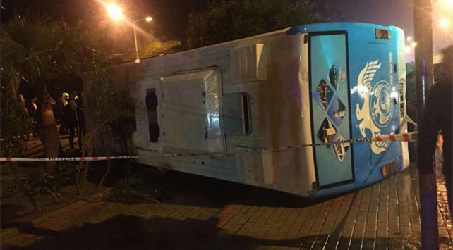 Antalyada askerleri taşıyan minibüs devrildi: 23 yaralı