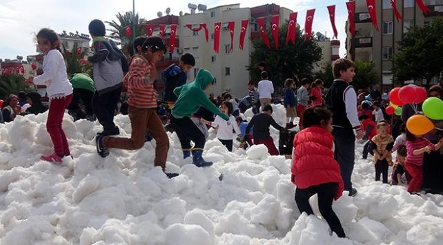 Güneşli günlerin yaşandığı Anamurda kar savaşı