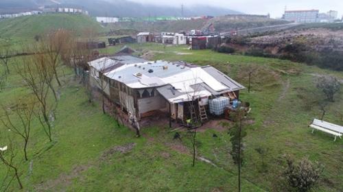 Yurttan kaçan kızları çiftlikte zorla alıkoydular!