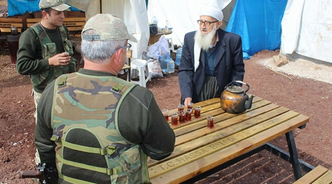Muhammet dededen Mehmetçiğe çay servisi