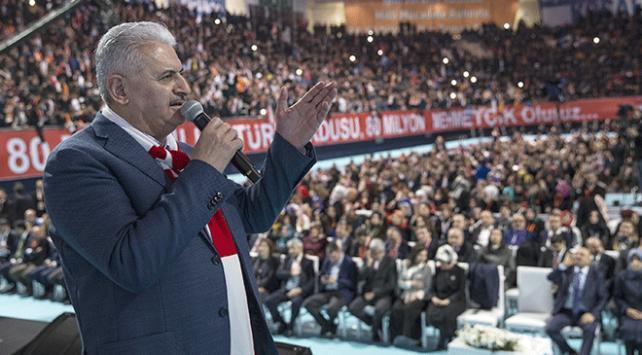 Başbakan Binali Yıldırım: 81 milyon ayaktayız, hep beraber bu sefere çıkarız