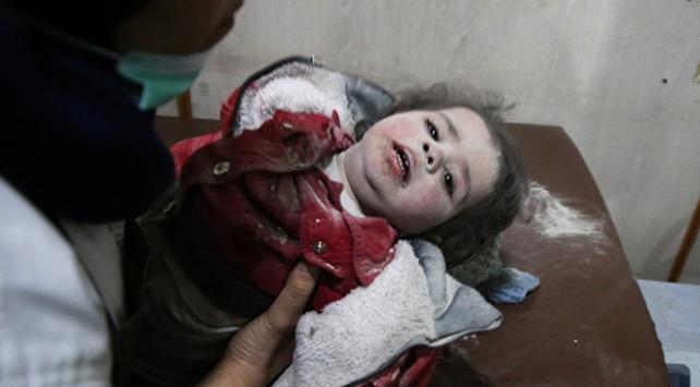 Suriyede rejim ablukasındaki Doğu Gutaya ölüm yağıyor