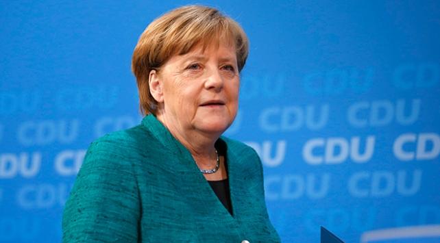 Merkel: Koronavirüs salgınının henüz başındayız