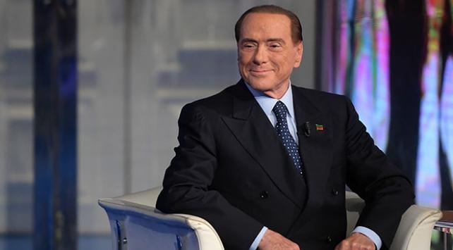 """Berlusconi """"cumhurbaşkanlığına"""" yeşil ışık yaktı"""