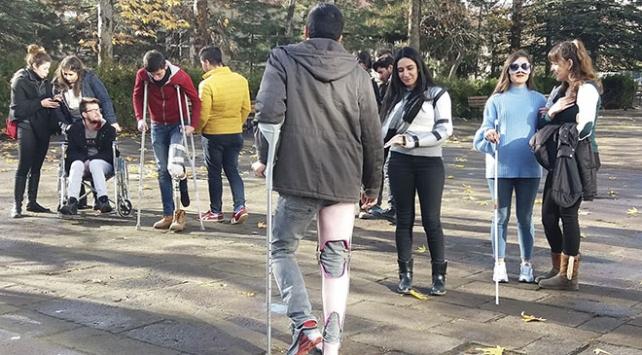 Öğrenciler protezleri önce kendileri denedi