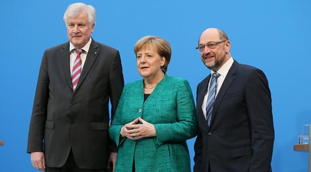 """Almanyada SPD, koalisyona """"tamam"""" dedi"""