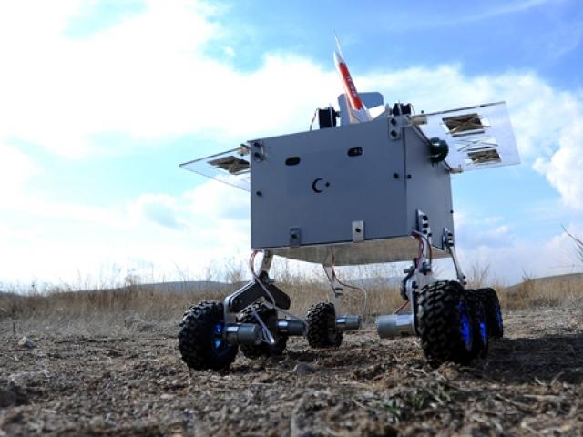 """Üniversite öğrencileri """"Hava Savunma Robotu"""" geliştirdi"""