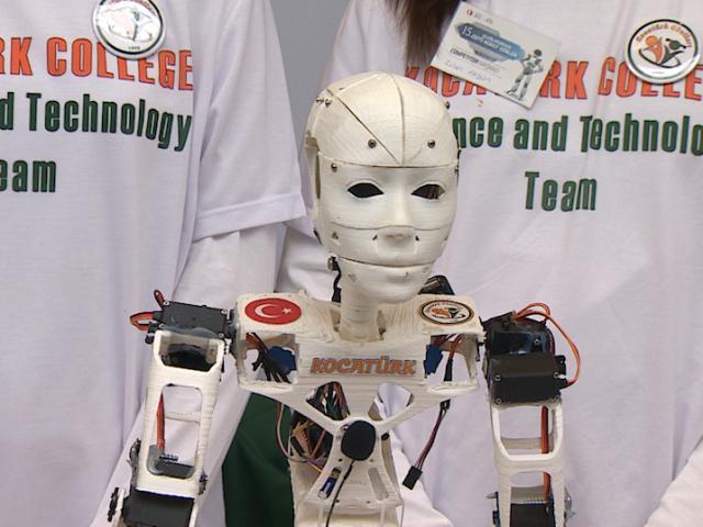 Öğrencilerin tasarladığı robotlar kıyasıya yarıştı