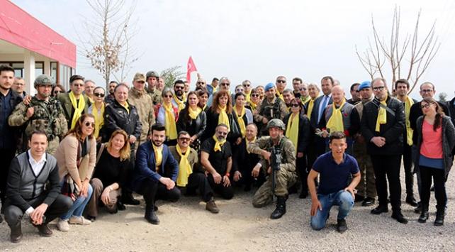Tiyatrocular Mehmetçiğe destek için Suriye sınırında