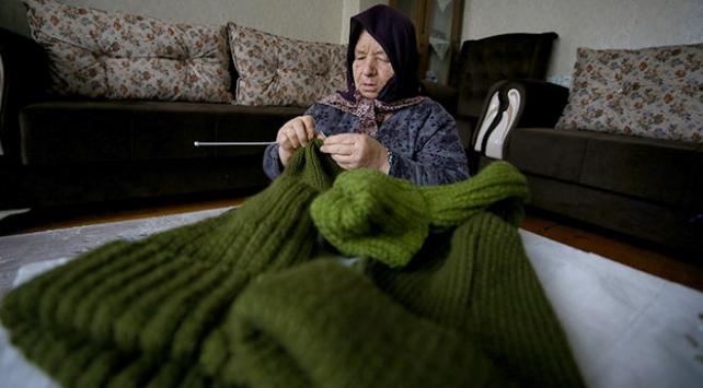 Kore gazisi eşinden kalan maaşı, Mehmetçik Vakfına bağışladı