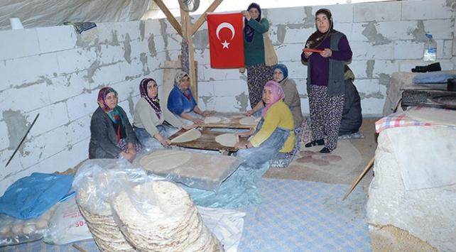 Malatya Darendeli kadınlardan Mehmetçiğe tandır ekmeği