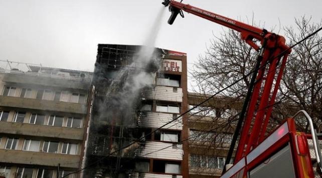 İzmirde yanan otelin dış cephe kaplaması ve son katı kaçak çıktı