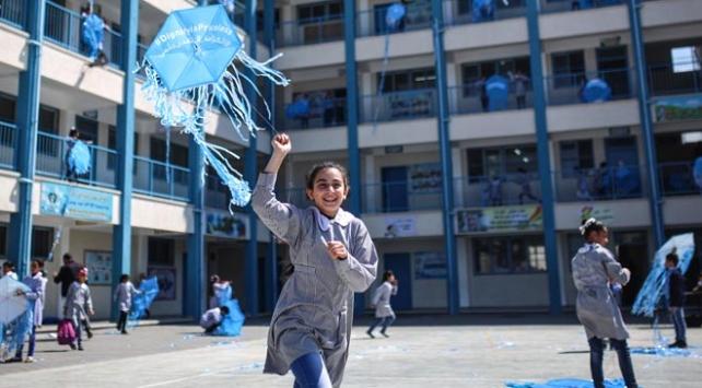 Gazzeli çocuklar uçartmaları yardım mesajıyla gökyüzüne bıraktı