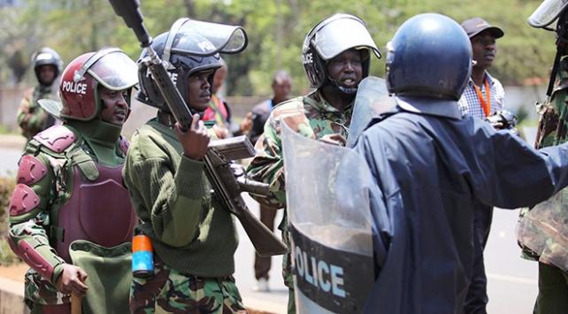 Kenyada 400den fazla polis memurunun görevine son verildi
