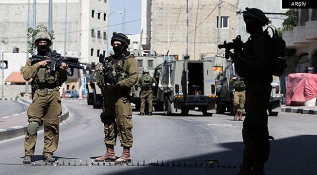 İsrail askerleri Filistinlinin evine beton döktü
