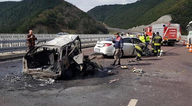 Bursa-İstanbul karayolunda kaza: 2 kişi yanarak can verdi
