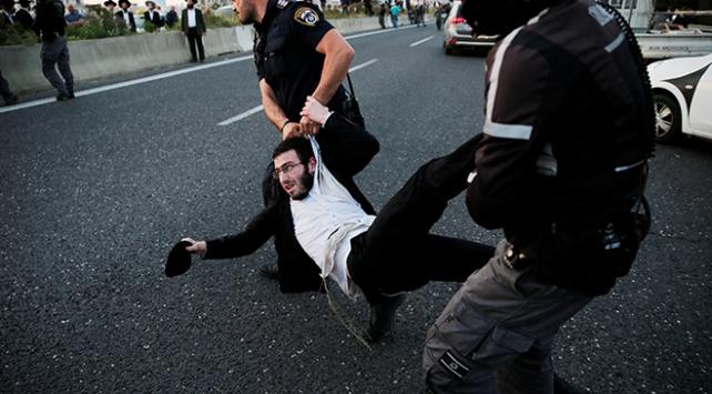 Haredi Yahudileri ile polis arasında arbede