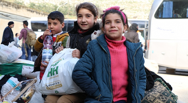 1055 sivil Esedin ablukasındaki El Kademden İdlibe gönderildi