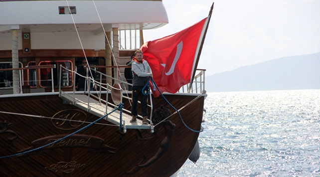 Yunanistanın rehin aldığı Türk teknesi Bodrumda