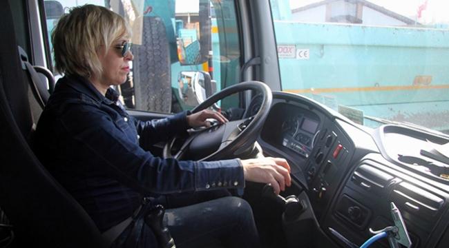 Merdiye Atasoy, 25 yıldır otobüs ve kamyon kullanıyor