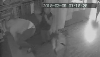 Maskeli soyguncular, perde mağazasını talan etti