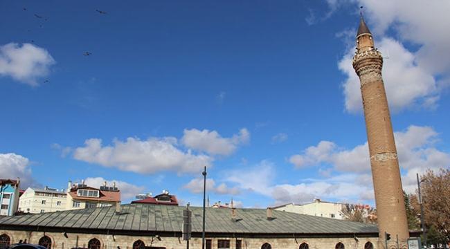 Anadolunun eğri minareleri sırrını koruyor