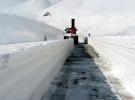 Bahar ayında 4 metre karla mücadele ediyorlar
