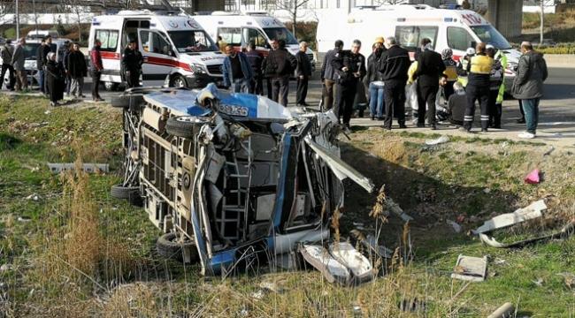 Ankarada yolcu minibüsü devrildi: 15 yaralı